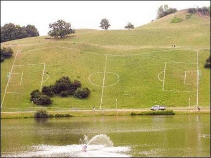 Voetbalveld op helling